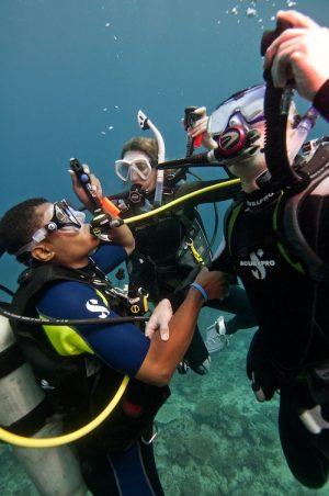 PADI Rescue Diver - Buceador de rescate sauvetage pour les plongeurs